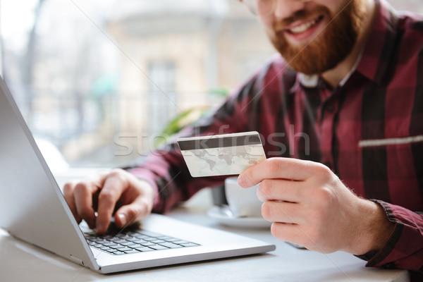 Foto alegre barbado joven tarjeta de débito Foto stock © deandrobot