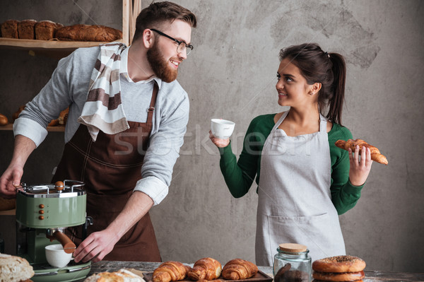 счастливым любящий пару питьевой кофе фото Сток-фото © deandrobot