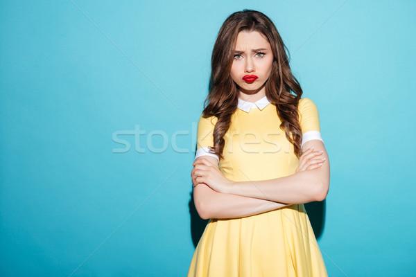 Cute ontdaan meisje jurk permanente armen Stockfoto © deandrobot
