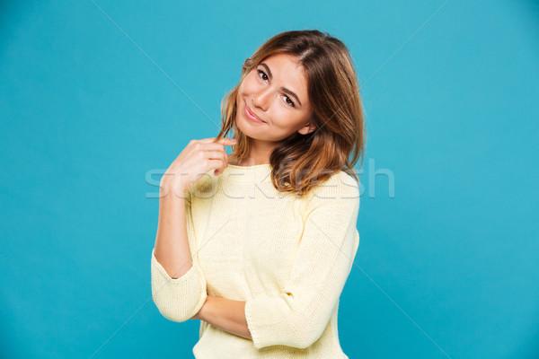 Soddisfatto donna maglione guardando fotocamera blu Foto d'archivio © deandrobot