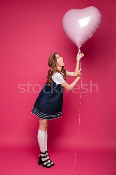 Jovem surpreendido mulher olhando Foto stock © deandrobot