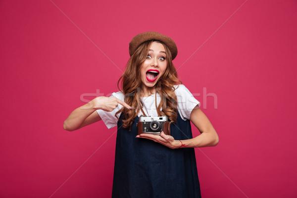 Meglepett hölgy párizsi visel mutat retro Stock fotó © deandrobot