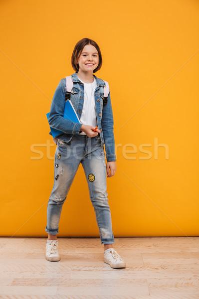 Portret gelukkig weinig schoolmeisje rugzak Stockfoto © deandrobot
