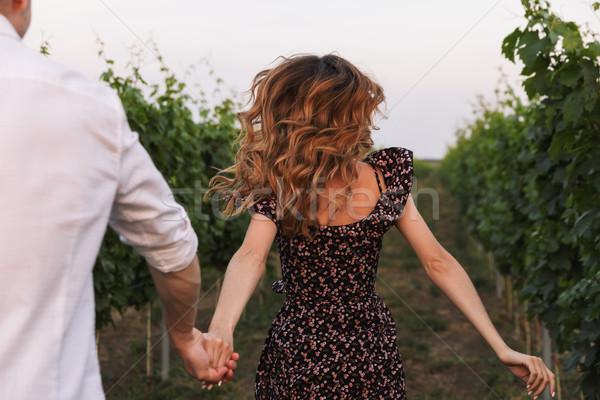 Gyönyörű fiatal pér férfi nő randizás sétál Stock fotó © deandrobot