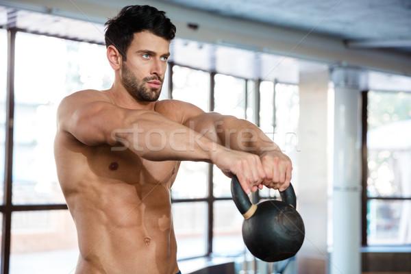 Gespierd man training ketel bal portret Stockfoto © deandrobot