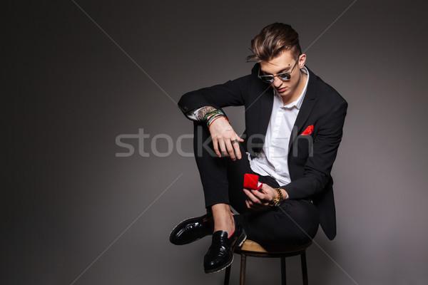 Mode homme boîte proposition anneau Photo stock © deandrobot