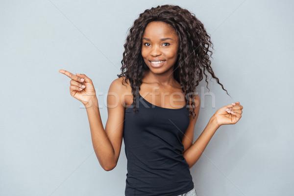 Stok fotoğraf: Afro · amerikan · kadın · işaret · parmak · uzak
