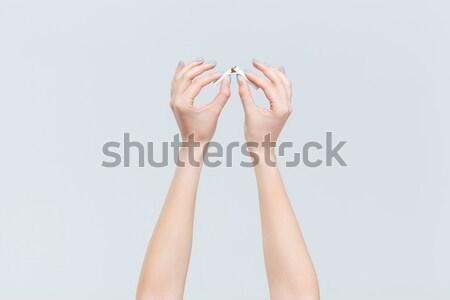 Feminino mãos quebrado cigarro retrato Foto stock © deandrobot
