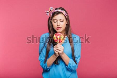 Portret mooie pinup meisje eten zoete Stockfoto © deandrobot