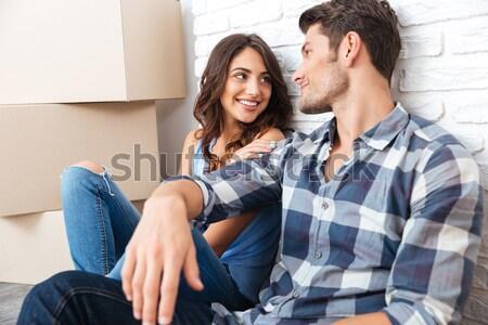 Fiatal pér mozog új ház fiatal házas gyönyörű Stock fotó © deandrobot