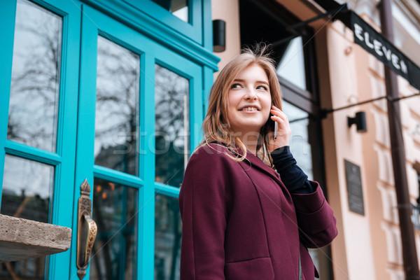 Stockfoto: Vrolijk · vrouw · lopen · stad · praten · mobiele · telefoon