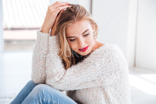 Pensativo mulher jovem suéter batom vermelho Foto stock © deandrobot