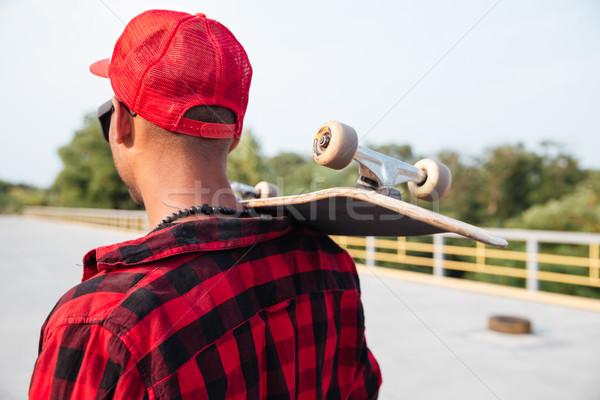 Młodych ciemne facet deskorolka zdjęcie Zdjęcia stock © deandrobot