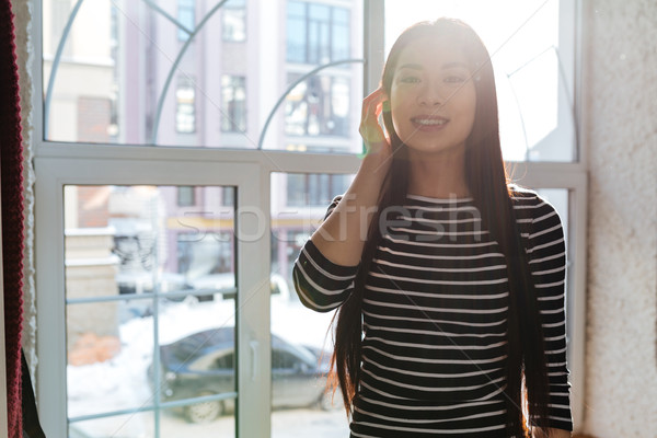 Asian vrouw venster cafetaria trui poseren Stockfoto © deandrobot