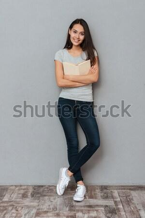 Gülen sevimli genç kadın kitap Stok fotoğraf © deandrobot