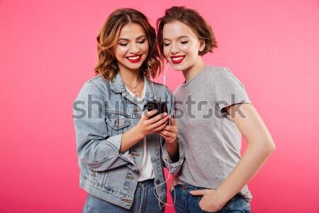 Felice giovani donne telefono immagine due Foto d'archivio © deandrobot
