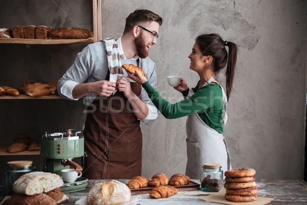 улыбаясь любящий пару питьевой кофе изображение Сток-фото © deandrobot