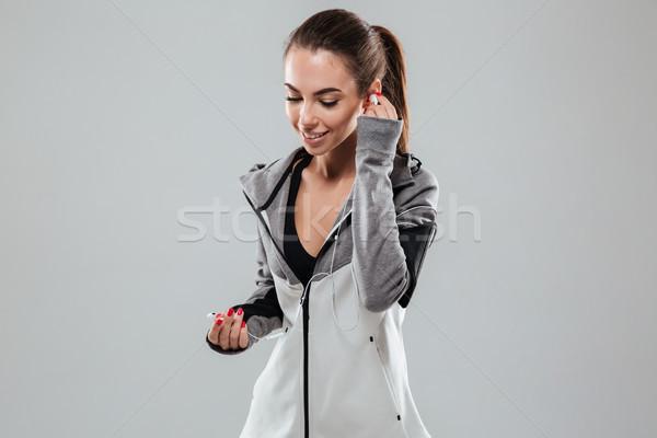улыбаясь женщины Runner одежды прослушивании Сток-фото © deandrobot