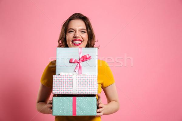 Foto stock: Feliz · risonho · mulher · lábios · vermelhos · monte