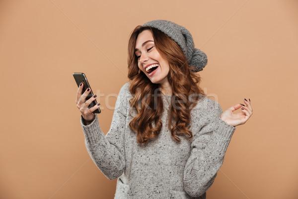 Portret szczęśliwy dość dziewczyna wełniany hat Zdjęcia stock © deandrobot