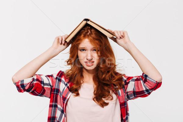 Elégedetlen gyömbér nő póló tart könyv Stock fotó © deandrobot