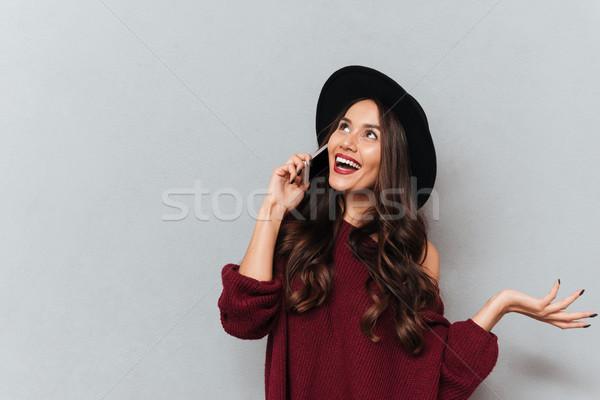 Bruna donna maglione Hat parlando Foto d'archivio © deandrobot