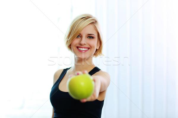 Fiatal derűs mosolyog fitt nő tart Stock fotó © deandrobot