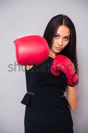 Jeune femme sexy robe regarder rouge coeur Photo stock © deandrobot