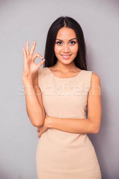 Kadın neden imzalamak parmaklar gülümseyen kadın Stok fotoğraf © deandrobot