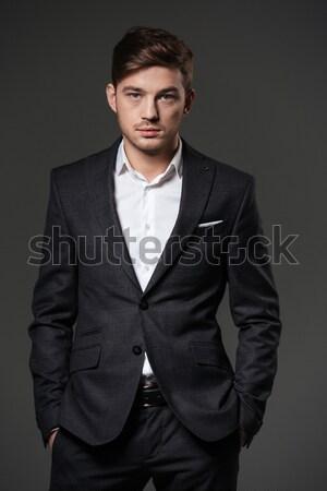 Genç siyah takım elbise beyaz gömlek portre ayakta Stok fotoğraf © deandrobot