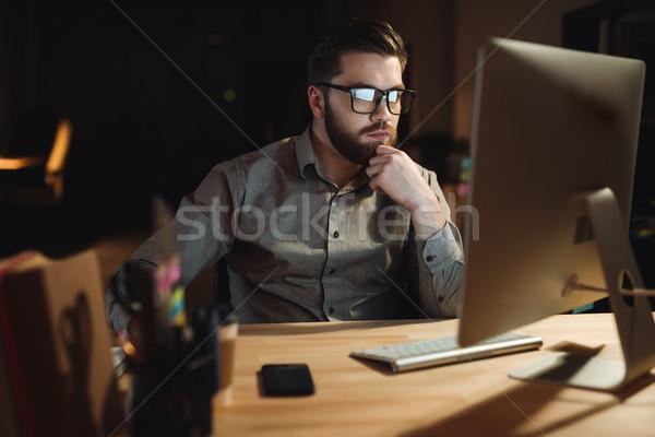 Koncentrált szakállas háló designer dolgozik késő Stock fotó © deandrobot