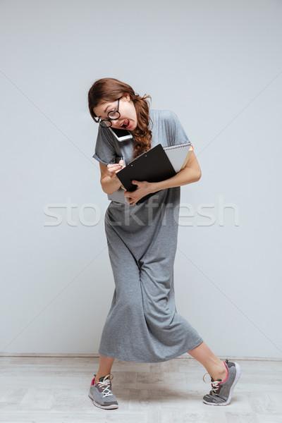 Verticaal afbeelding jonge onhandig vrouwelijke nerd Stockfoto © deandrobot