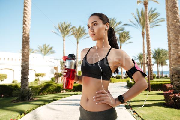 Fitness vrouw permanente drinkwater zomer mooie Stockfoto © deandrobot