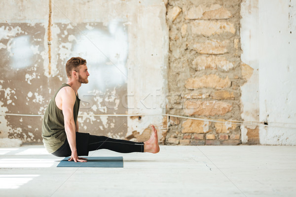 Oldalnézet fiatalember jóga fitnessz egészség testmozgás Stock fotó © deandrobot
