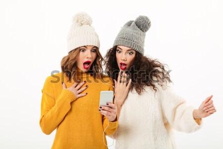 Kettő vicces lányok sapkák szórakozás együtt Stock fotó © deandrobot