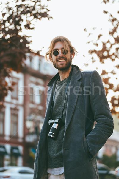 Retrato sorridente barbudo homem câmera Foto stock © deandrobot