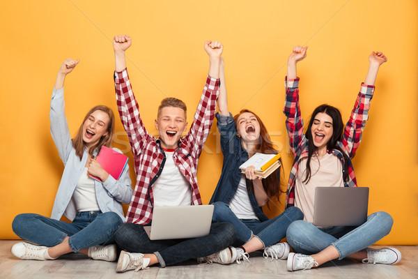 Grupo jóvenes alegre escuela amigos deberes Foto stock © deandrobot