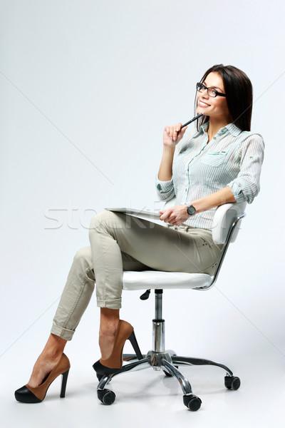 Stockfoto: Jonge · zakenvrouw · vergadering · bureaustoel · pen