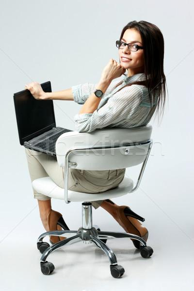 Jonge gelukkig zakenvrouw vergadering bureaustoel laptop Stockfoto © deandrobot