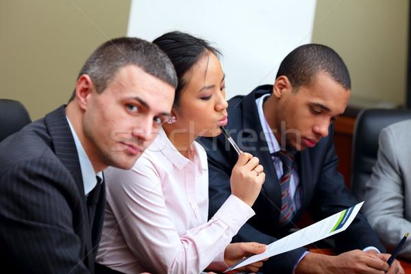 Többnemzetiségű üzleti csapat megbeszélés fókusz nő lány Stock fotó © deandrobot