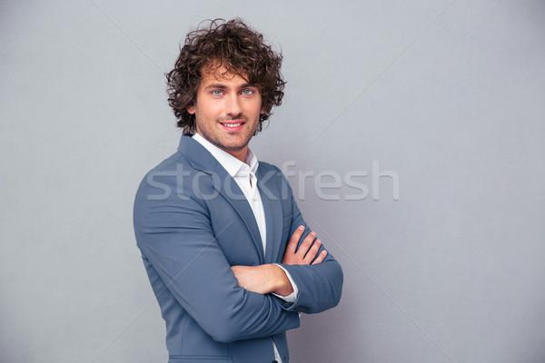 Szczęśliwy biznesmen stałego broni fałdowy portret Zdjęcia stock © deandrobot