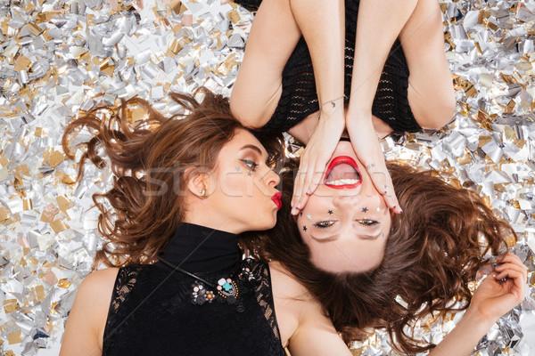 Twee blijde vrouwen witte confetti top Stockfoto © deandrobot