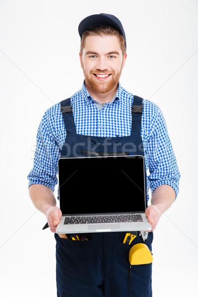 Boldog építész átfogó sapka tart képernyő Stock fotó © deandrobot