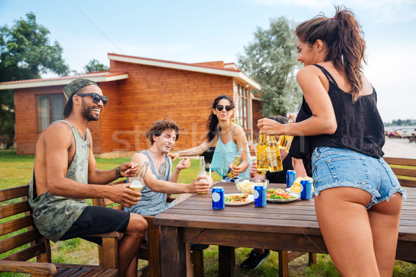 グループ 十代の 友達 飲料 ビール 食べ ストックフォト © deandrobot