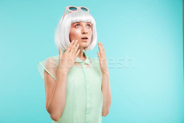 Maravilhado mulher jovem em pé menina Foto stock © deandrobot