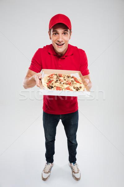 Jóvenes pizza mensajero aislado gris Foto stock © deandrobot