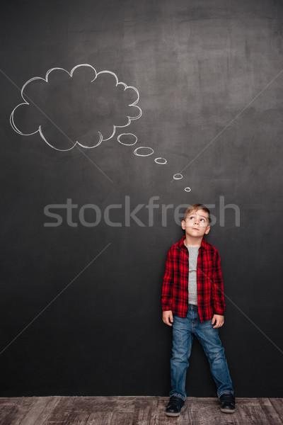 Nino pensando burbuja de pensamiento pizarra confusión inspiración Foto stock © deandrobot