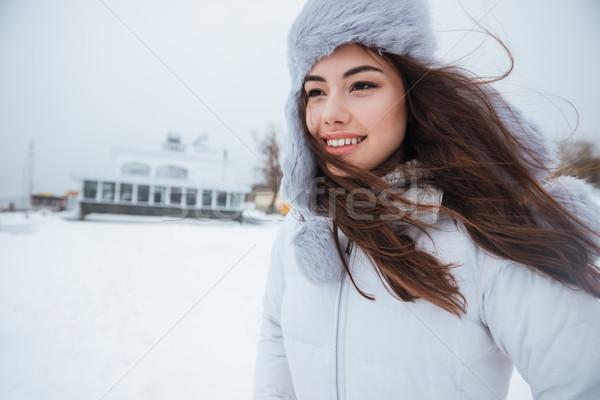 Hihetetlen fiatal nő visel kalap hideg nap Stock fotó © deandrobot