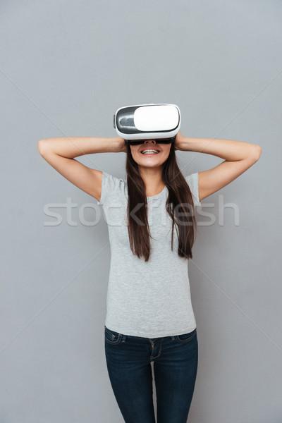Pionowy obraz szczęśliwy kobieta faktyczny rzeczywistość Zdjęcia stock © deandrobot