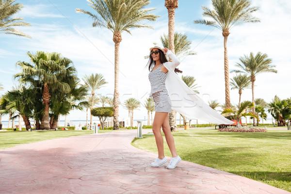 Alegre mujer verano Resort despreocupado Foto stock © deandrobot